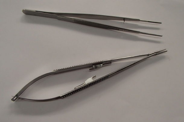 Vascular Instruments Kit. Gerald Forceps And Castroviejo Neeldle Holder